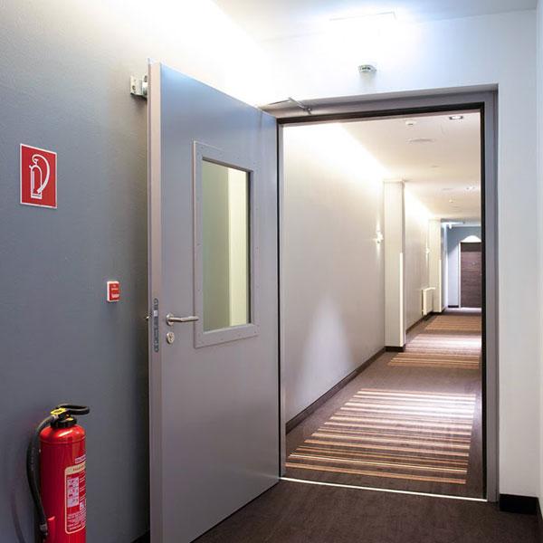Cửa thoát hiểm - giải pháp an toàn cho nhà cao tầng